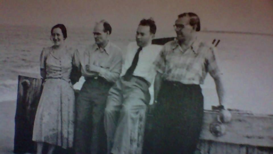 Silvia Narma, Henrik Visnapuu and others, possibly on Long Island, ca. 1950
